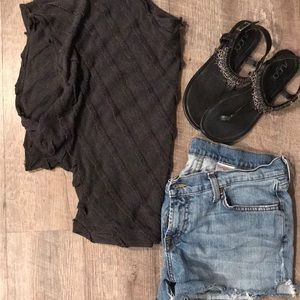 Tapered batwing top